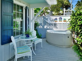Mccartney's Manor- Luxury Private Cottage w/Spa, Key West