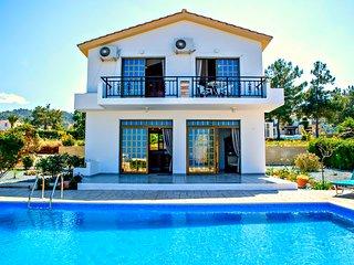 Stunning Sea Views - Infinity Pool -Detached villa, Argaka