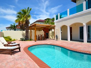 Modern Villa with Pool 750 yards from Palm Beach!, Palm/Eagle Beach