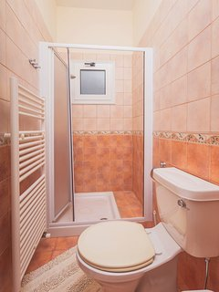 Studio 001 Ground Floor Bathroom