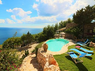 Holiday house with swimming pool in Apulia in the Salento to SanTa Maria di Leuc