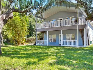 8 BR, 4BA Tarpon Springs Home with 2 Pools – Explore America's Best Beaches