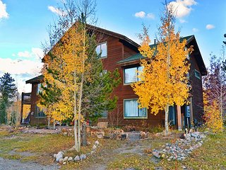 2BR, 3BA Townhouse Near Ski Resorts, Free Shuttle Access, 1 Block to Main St.