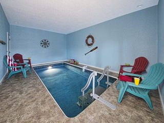 GORGEOUS VIEWS WITH PRIVATE INDOOR POOL, HOT TUB & CLOSE TO PARKWAY!