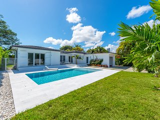 Modern 4 Bedroom Villa with Pool on Venetian Islands