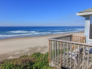 Cozy Oceanfront Cottage w/Stunning View, Lincoln City