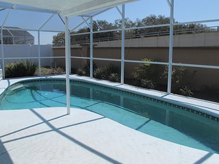 3 BR / 2 BA Pet Friendly Pool Home close to Disney