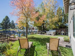 Waterfront Fun - Private Boat Dock, Hot Tub, Space to Spare