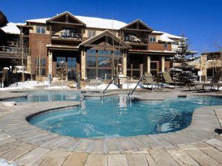 Grand Timber Lodge: Studio, Sleeps 4, with Kitchenette, Breckenridge