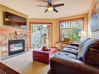 Upscale, ski-in/ski-out condo with a balcony and a shared pool & hot tub!, Solitude
