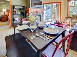 Upscale, ski-in/ski-out condo with a balcony and a shared pool & hot tub!