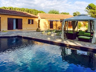 Stunning house in Pertuis w/pool