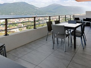 Villa-Appartement Propriano - Sunny, 3-bedroom apartment with furnished terrace and sea views!