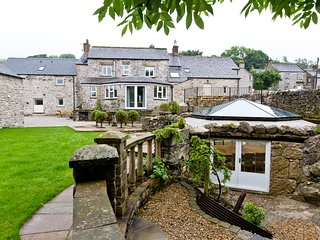 Charming 9 bed country retreat in Peak District