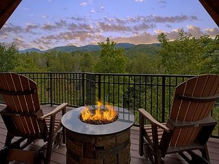 Unrestricted views of the smokies in this Luxury getaway cabin.