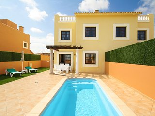 """HOLIDAY VILLAS - 4"" Private pool and near beaches"