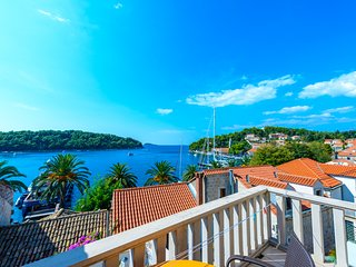 Studio with sea view balcony in heart of Cavtat