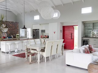 GRAND OAK VILLA - (NEW AVAILABLE FOR XMAS/NEW YEAR, Noordhoek