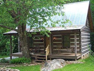 Creekside Log Cabin Rental: Cherry Bluff, Clayton