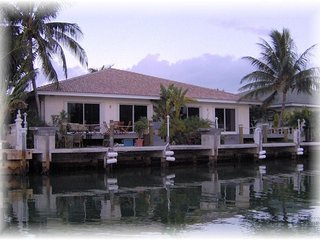 WALK TO BEACH - CABANA CLUB & POOL & INCH BEACH -DOCK -WiFi - 4/29-5/26 $1,295WK, Key Colony Beach