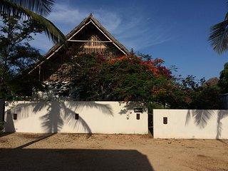 Makuti House 14 pax (123456)