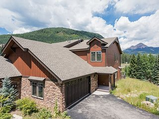 New Townhome Across from Purgatory - Awesome Views - Free On Demand Shuttle, Durango