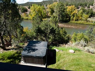 Luxury Home on the Animas River - Hot Tub, Fire Pit, Ping Pong Table, Durango