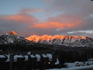 Awesome Views - Heated Pool - Free Ski Shuttle - Big TV - Enclosed Loft, Durango