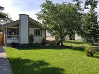4BR home away from home, near shopping and dining!