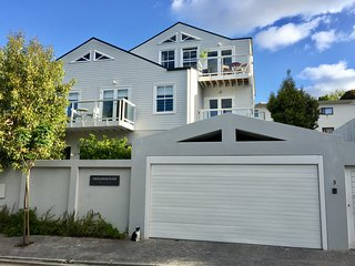 3 Cricklewood Place - Luxury Holiday Home, Claremont