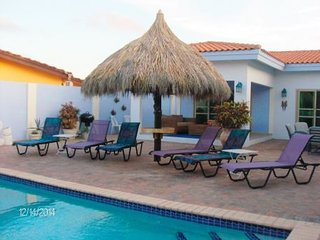 GREAT 4 BED 4 BATH POOL HOME CLOSE TO ARASHI BEACH