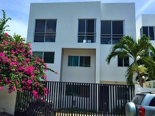 2 Bed Condo w/ Roof Terrace & Tropical Garden