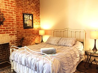 French Quarter 1BR, Steps from Bourbon & Streetcar, Nova Orleans