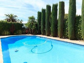 Oreana Tropicana Four-Bedroom Vacation Home