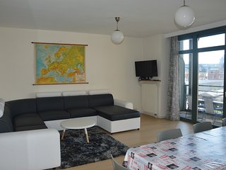 TOUR & TAXIS 5 + GARDEN + 2 BR + FREE PARKING, Saint-Jans-Molenbeek