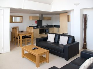 Lovely 2-bed apartment.  Amazing Oxford Castle location. Great value.
