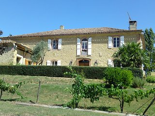 La Grande Borde Auch Tranquil Luxury Country House, Castelnau-Barbarens