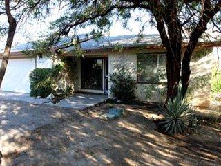 Lee's Dynasty: Garden 2BR, 2BA Duplex, Near Christmas Circle