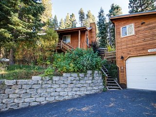 Spacious dog-friendly escape with firepit and a prime alpine location!, Truckee