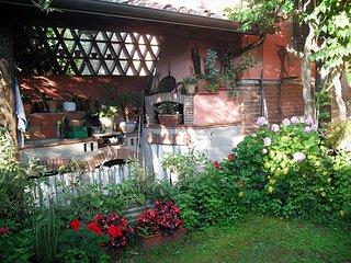 Casale di una restauratrice in un borgo antico della campagna lucchese