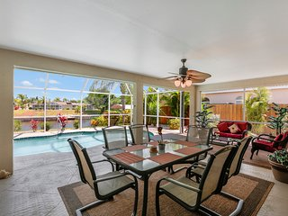 Villa Chandara 3 bed/2 bath Gulf access Pool Home, Cape Coral