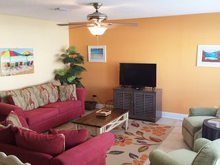 Beautifully Decorated Condo, Sleeps 6, Navarre