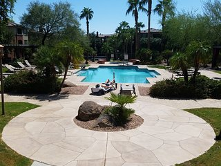 Papago 2BR Condo near Zoo, ASU, Golf, Light Rail,, Phoenix