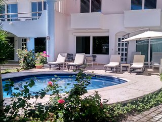 5 BDR Villa Steps to Beach! Lowest Price in Area, Playa Paraiso