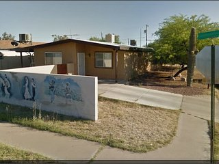 Close to U of A: 3 BDRM ENTIRE HOUSE- FOAM MATTRES, Tucson