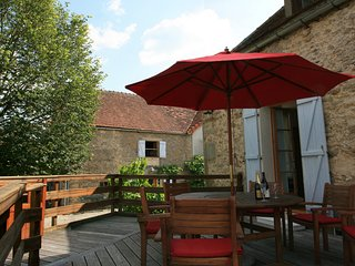 Large gite with private pool and stunning views.  2 houses private courtyard., Semur-en-Auxois