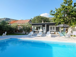 NEW! VILLA TUGARKA private pool, gym, play-house, Omis