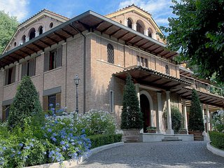 Rome:The Perfect Villa for Family Reunions, Meetings, or Weddings