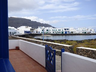 House perfect for natura lovers, first line coast, Orzola