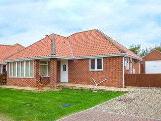 3 GAP CRESCENT, detached bungalow, open fire, WiFi, close to beach, Hunmanby
